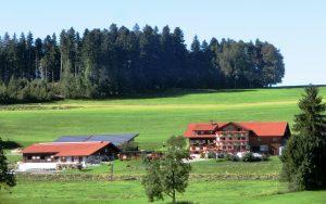 4. Bauernhof Wiedemann aus der Ferne